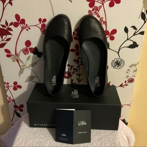 🤩🎉HOST PICK🎉 🤩 Wittner ladies black leather flats AUS size 8